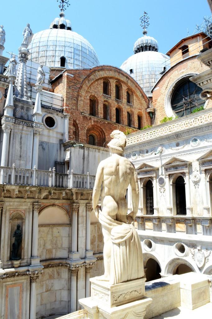 venise palais doges statue