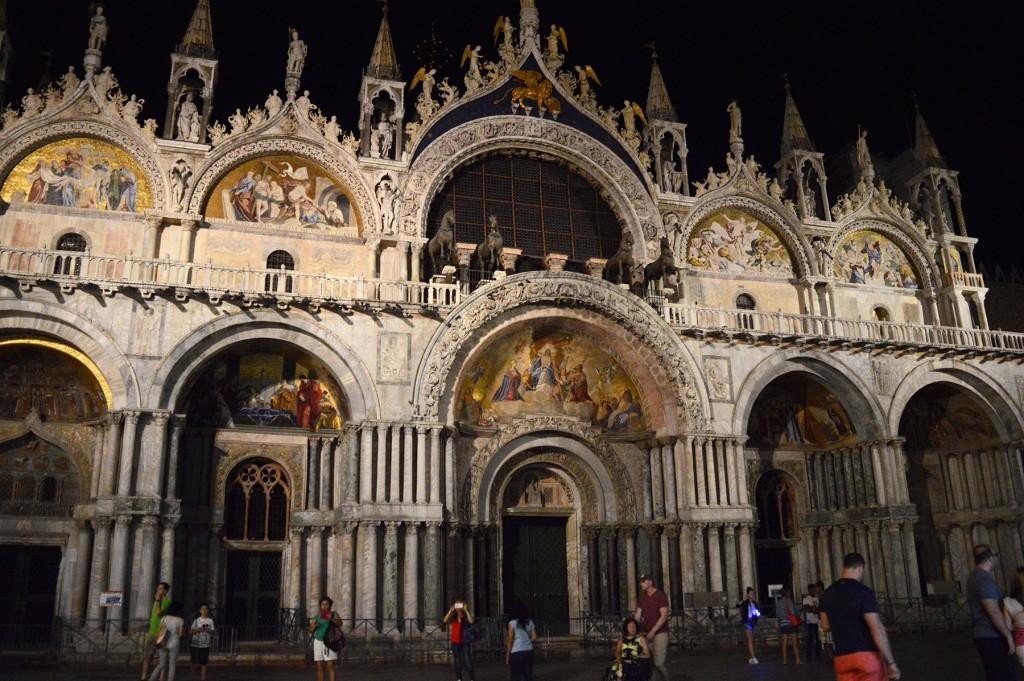 venise basilique saint marc nuit illuminée