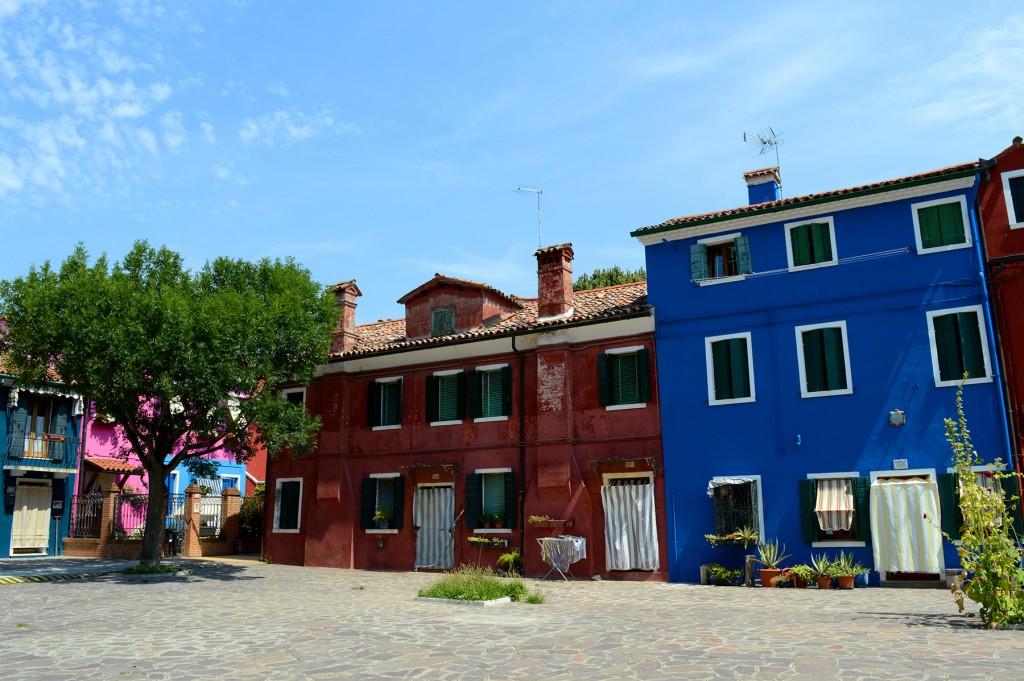 burano maisons colorées place