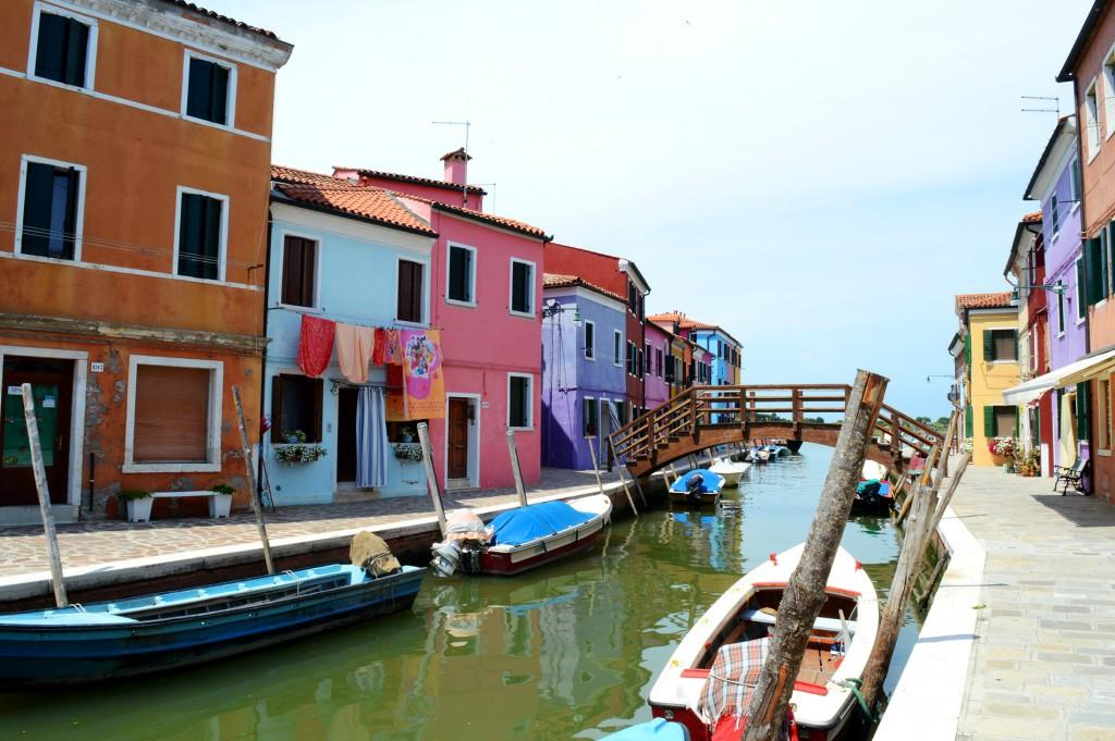 burano maisons colorées canal pont bateaux