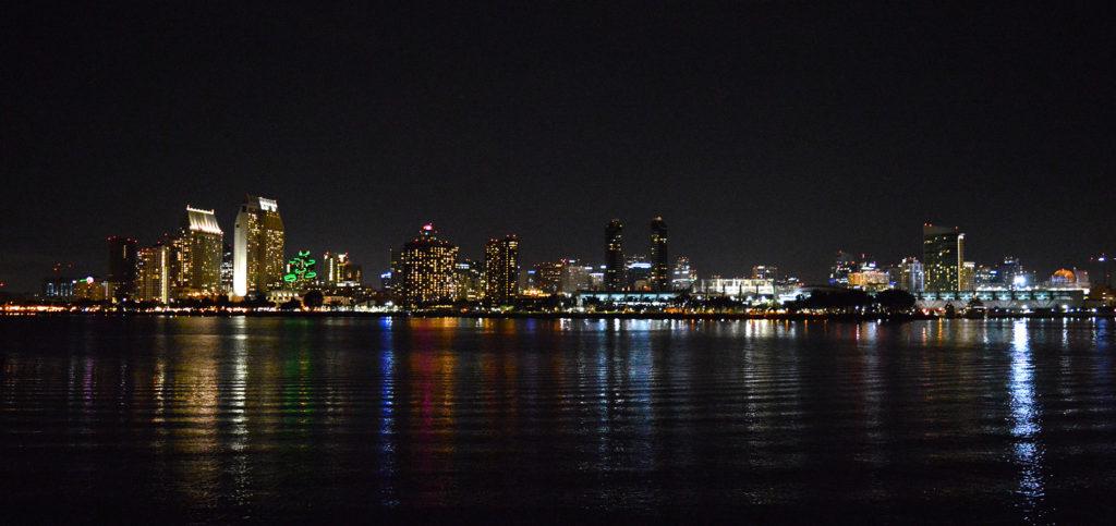 vue sur le downtown de san diego la nuit