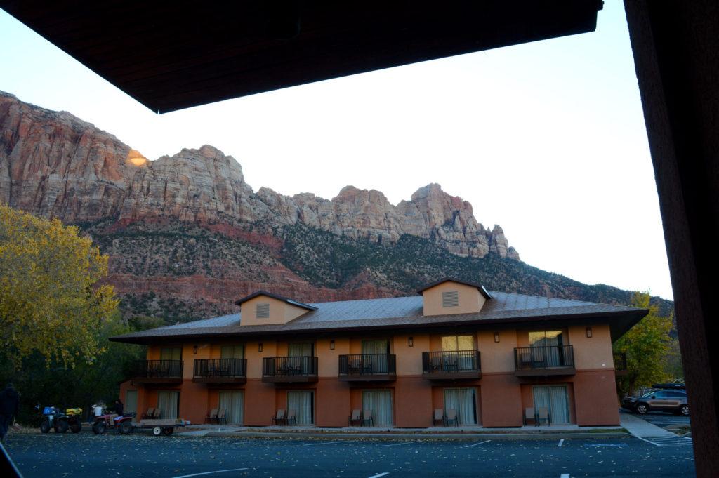 motel et vue sur les montagnes du parc