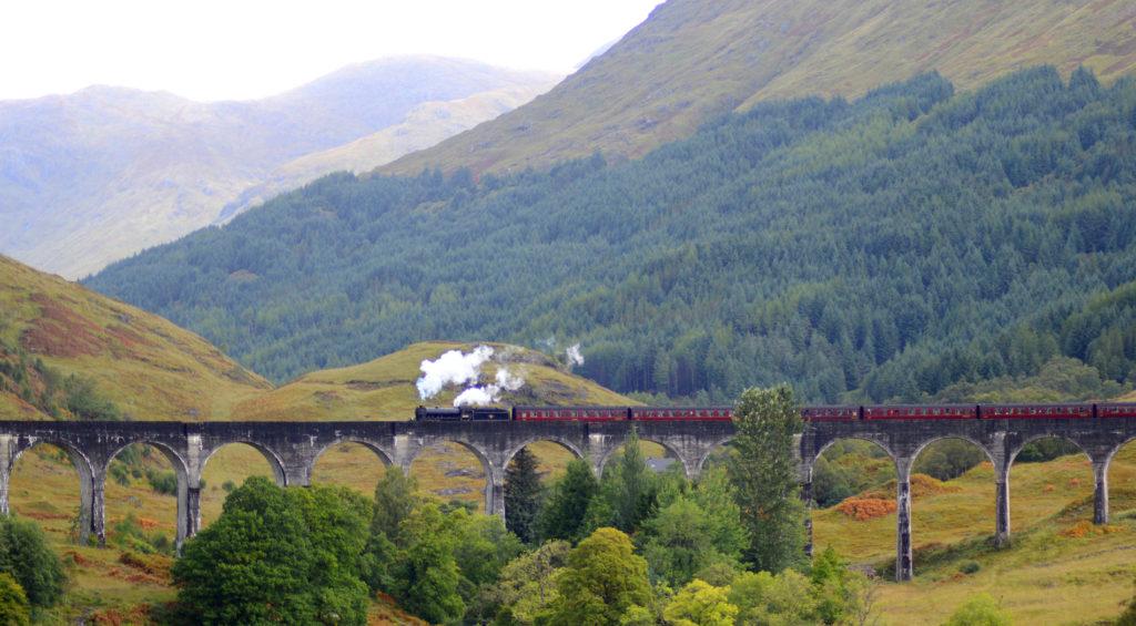 Viaduc de Glenfinnan avec le train jacobite