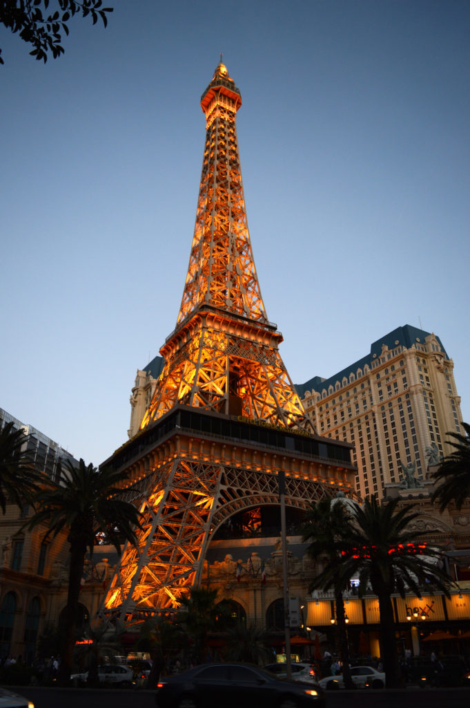 tour eiffel et hotel parisien