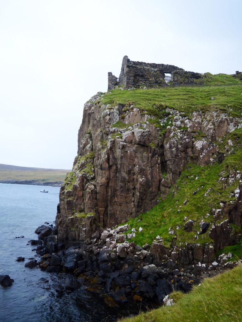 Duntulm Castle en bord de falaise