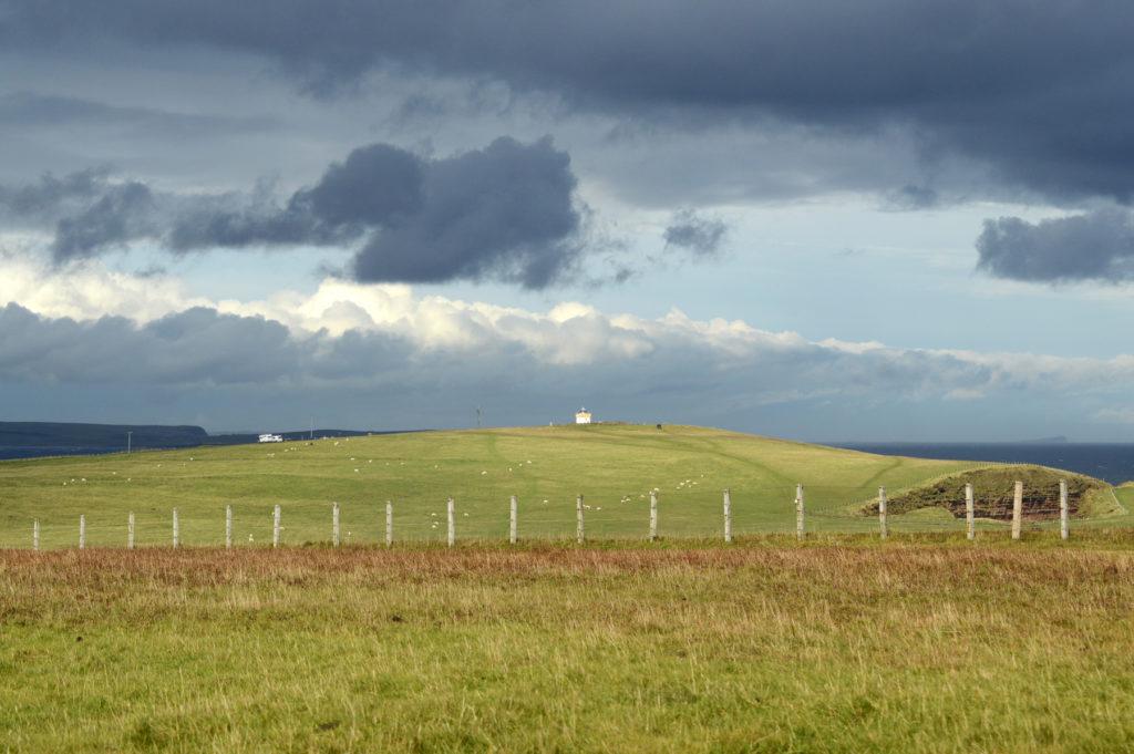 vue sur la campagne avec ciel orageux