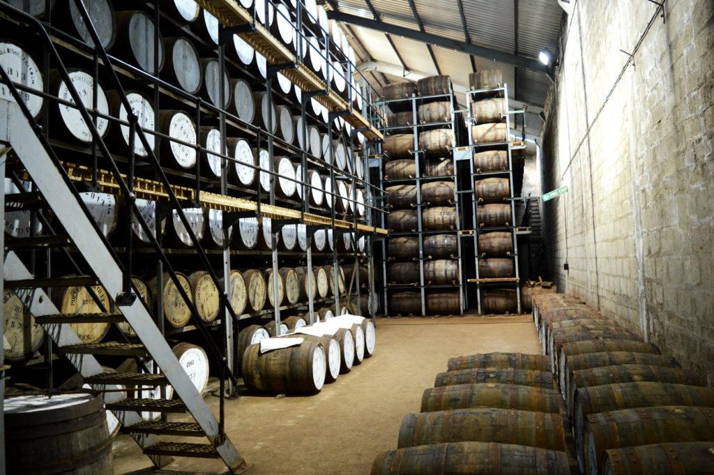dizaines de tonneaux de whisky