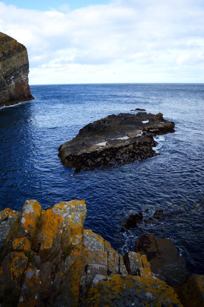 vue sur la mer depuis le bas des marches