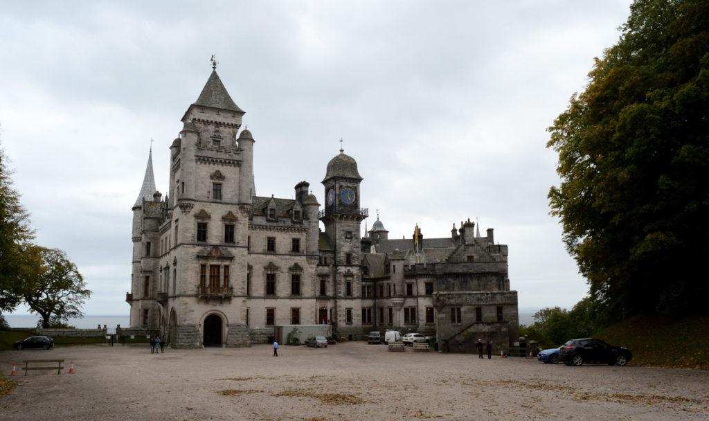 devant du chateau de dunrobin