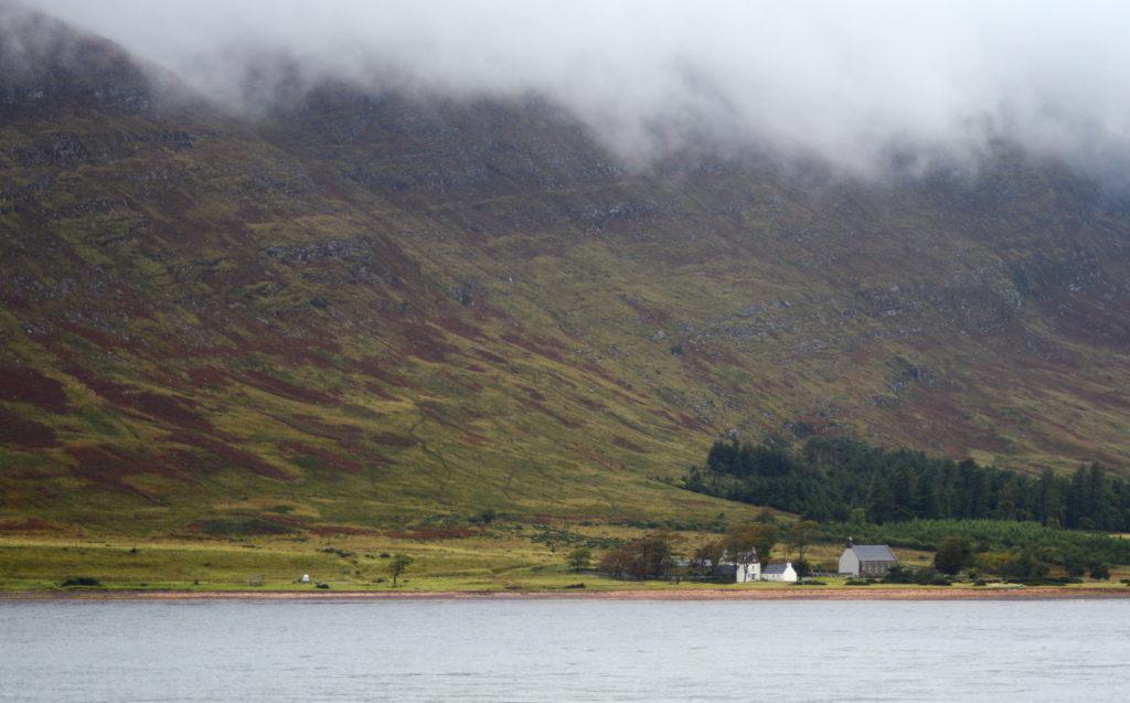 montagnes et petite maison près d'applecross