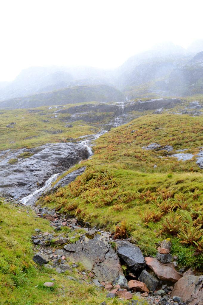 petite cascade dans la vallée