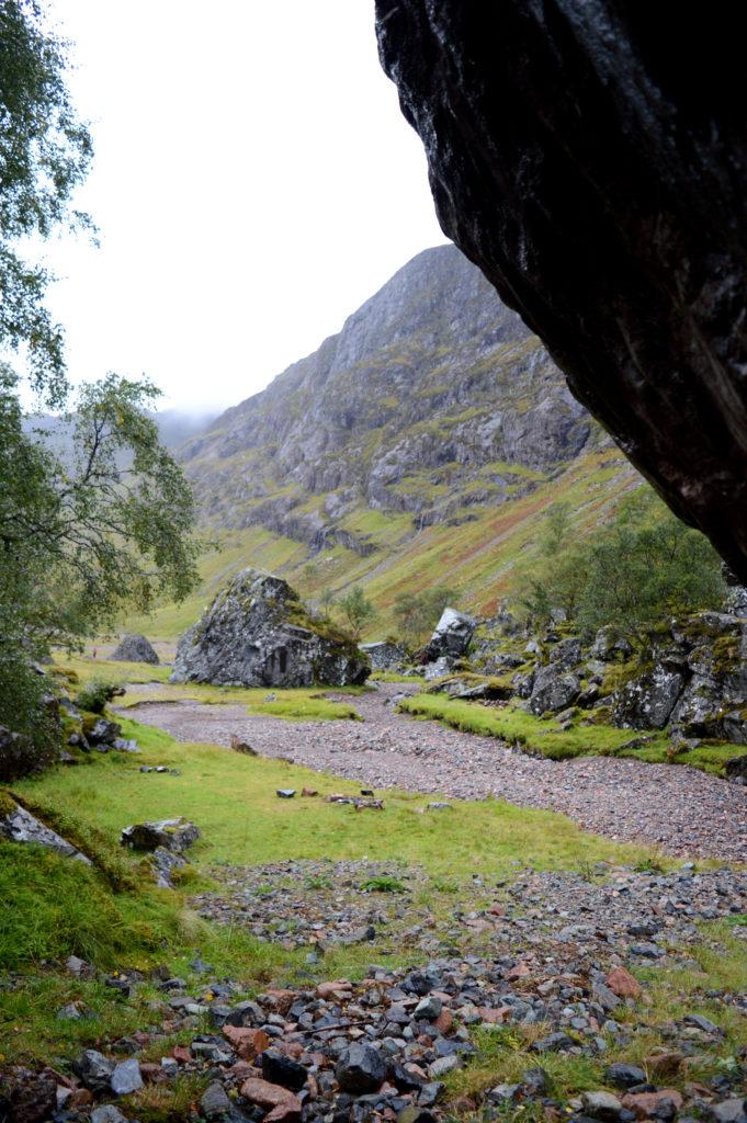 à l'abri d'un rocher dans la vallée