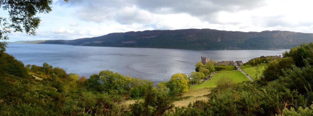 Panorama sur le loch ness et le chateau d'urquhart