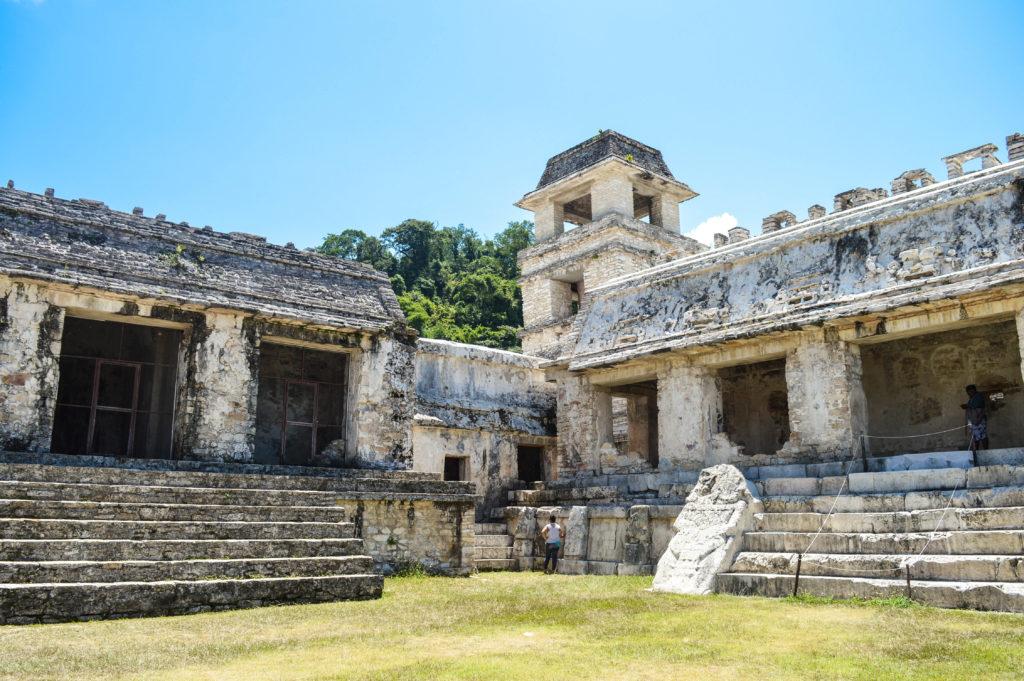 à l'intérieur des ruines de palenque, chiapas, mexique